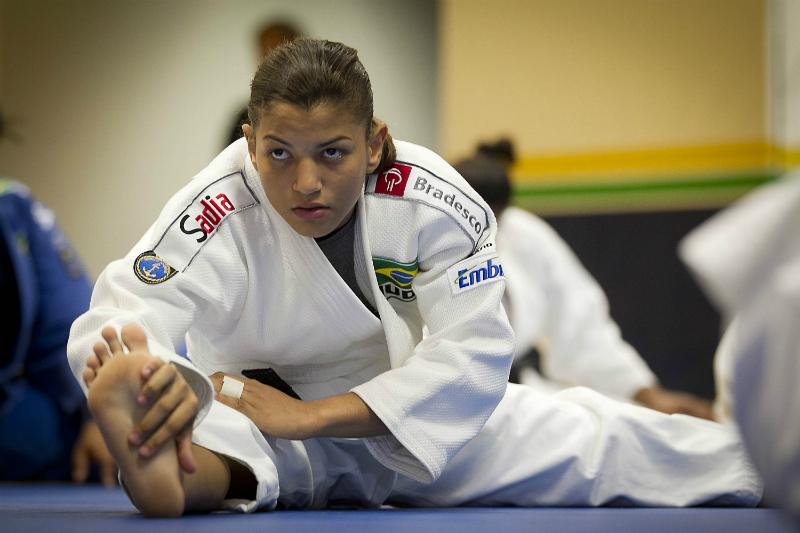 55970ab4f5 Marcio Rodrigues FOTOCOM.net   Sarah Menezes  concentração e dedicação nos  tatames