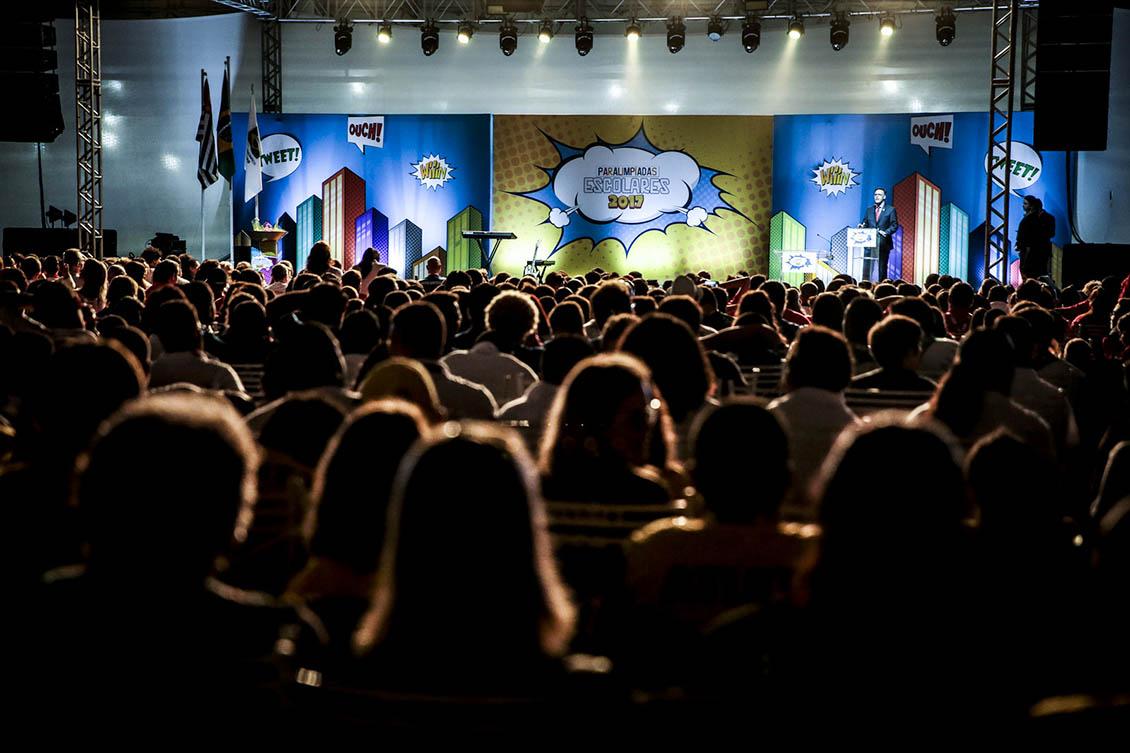Atletas assistem à cerimônia de abertura do evento escolar. Foto: CPB