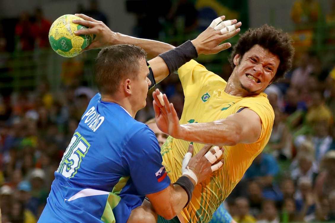 Equipe brasileira teve dificuldade para superar a defesa da Eslovênia.  Foto  Getty Images e44a7f66113fc