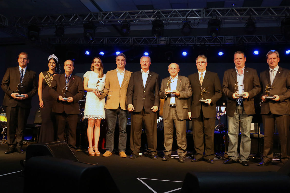 evento-debate-fortalecimento-dos-clubes-e-premia-iniciativas-de-destaque