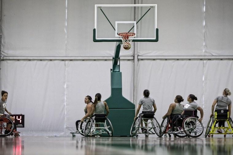 f03fcb7838 No basquete em cadeira de rodas