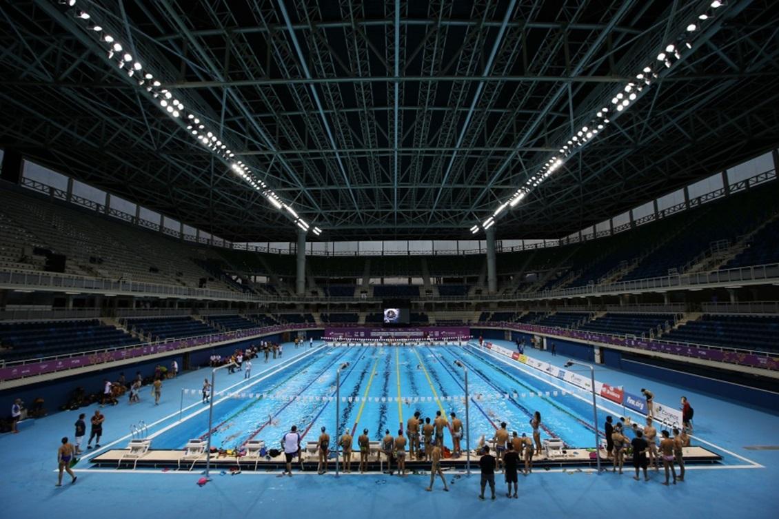 Nadadores treinam no Estádio Olímpico de Esportes Aquáticos na véspera do Maria Lenk. Foto: Satiro Sodré/SSPress