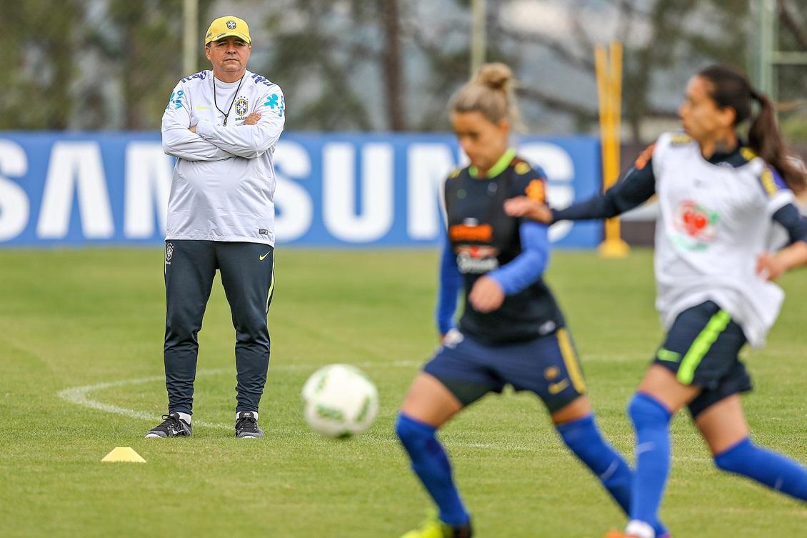 Vadão considera a estreia dois dias antes da abertura dos Jogos uma  oportunidade de divulgação do futebol feminino. Foto  Ricardo Stuckert CBF e74e1818e3658