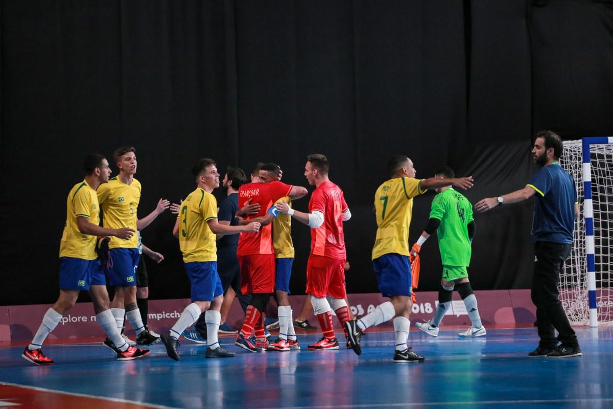 7f9114323076f Brasil frustra festa argentina e vai disputar o ouro contra a Rússia no  futsal — Rede do Esporte
