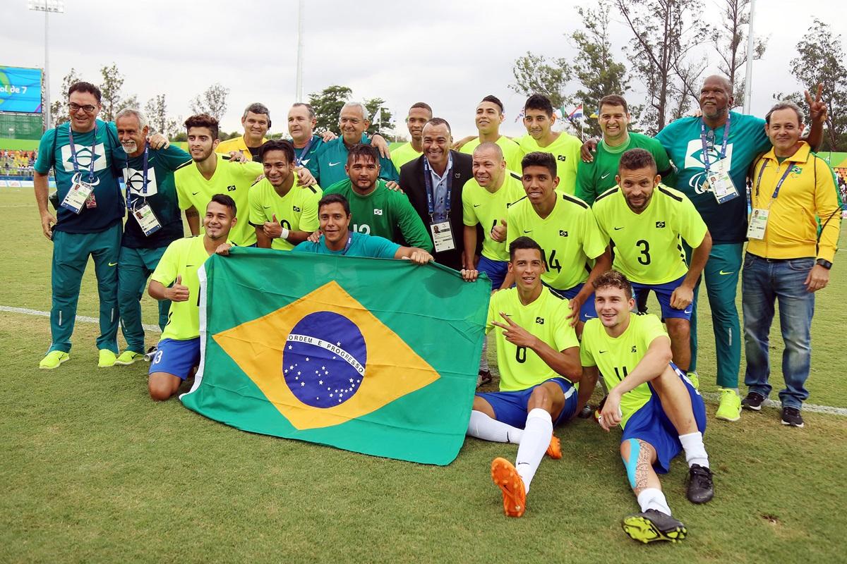 Leandrinho marca três gols e garante o bronze para o Brasil no futebol de 7  — Rede do Esporte b9ab218a6fa90