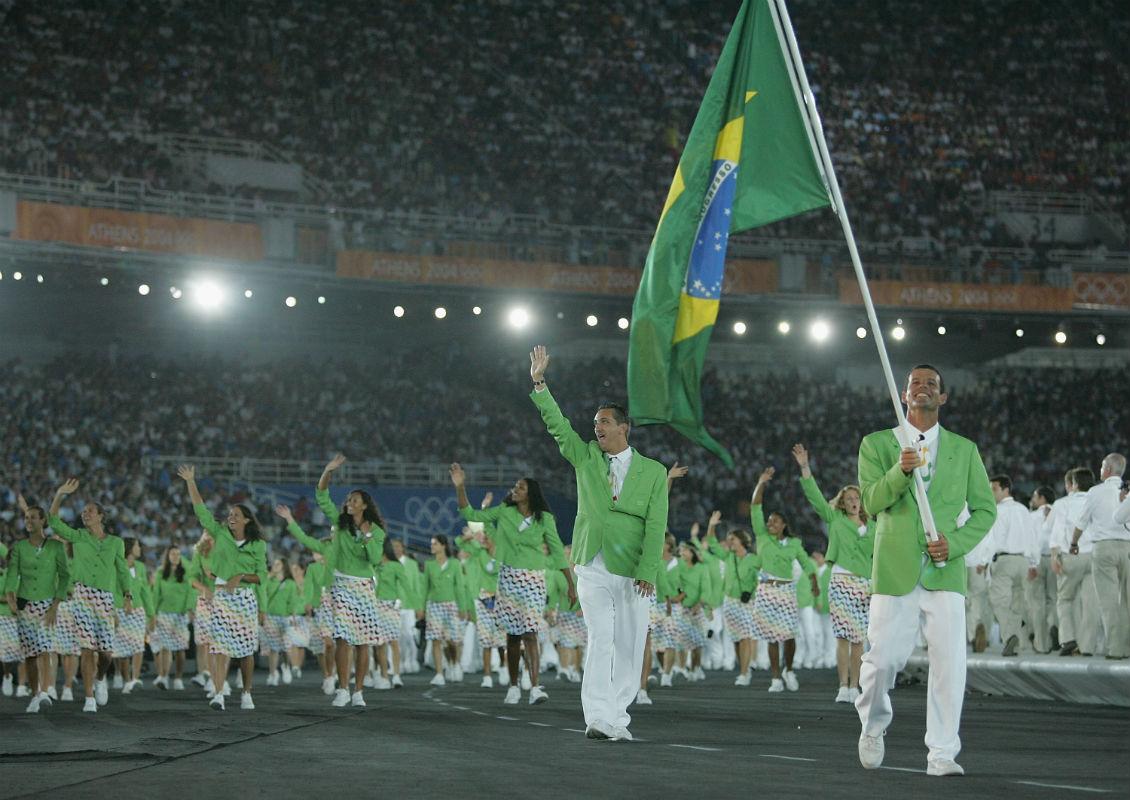 b7316af2e0 ... honra de carregar a bandeira brasileira na cerimônia de abertura das  Olimpíadas de Atenas  momento inesquecível seria coroado com o ouro na  classe Star.